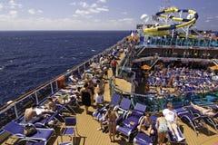 Navio de cruzeiros do carnaval - relaxando na plataforma Fotografia de Stock