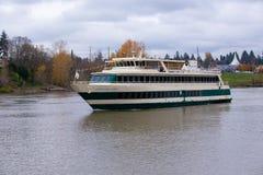 Navio de cruzeiros do espírito de Portland no rio de Willamette fotografia de stock royalty free