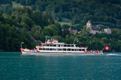 Navio de cruzeiros do passageiro no lago Thun Thunersee em Spiez Switze Fotografia de Stock