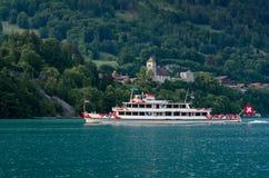 Navio de cruzeiros do passageiro no lago Thun Thunersee em Spiez Switze Imagens de Stock