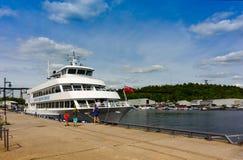 Navio de cruzeiros do passageiro no porto de Parry Sound Fotografia de Stock Royalty Free