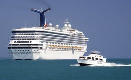 Navio de cruzeiros e encarregado do carnaval em Belize foto de stock
