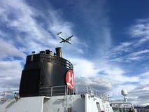 Navio de cruzeiros e plano, Noruega Fotografia de Stock
