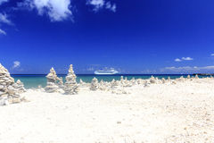 Navio de cruzeiros em águas do Cararibe azuis Foto de Stock