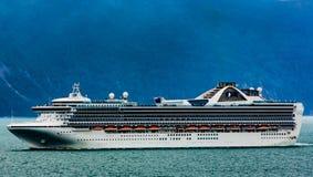 Navio de cruzeiros em Alaska fotos de stock