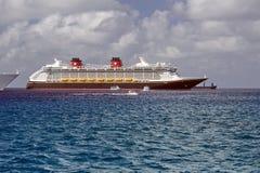 Navio de cruzeiros em Caymen grande foto de stock