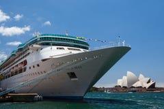 Navio de cruzeiros entrado em Sydney Foto de Stock Royalty Free