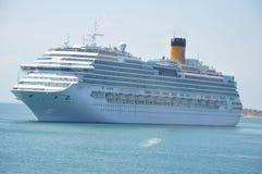 Navio de cruzeiros fora de Baía, Brasil Fotografia de Stock Royalty Free