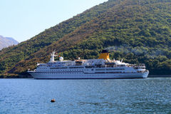 Navio de cruzeiros luxuoso no mar Fotografia de Stock Royalty Free