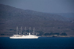 Navio de cruzeiros na baía de Bantry Fotos de Stock Royalty Free