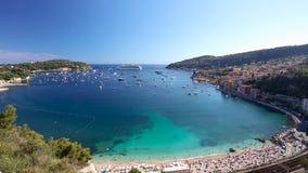 Navio de cruzeiros na baía de Villefranche-sur-Mer, ` Azur de CÃ'te d, França filme