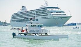 Navio de cruzeiros na lagoa de Veneza. Foto de Stock