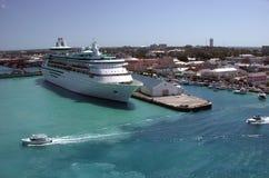 Navio de cruzeiros na porta Imagem de Stock Royalty Free