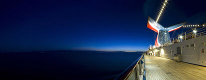 Navio de cruzeiros no alvorecer Fotos de Stock Royalty Free