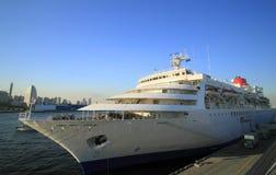 Navio de cruzeiros no cais de Yokohama Osanbashi Imagens de Stock Royalty Free