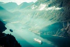 Navio de cruzeiros no fiorde de Geiranger, Noruega 5 de agosto de 2012 Imagem de Stock