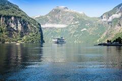 Navio de cruzeiros no fiorde de Geiranger, Noruega 5 de agosto de 2012 Foto de Stock
