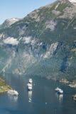 Navio de cruzeiros no fiorde de Geiranger, Noruega 5 de agosto de 2012 Imagem de Stock Royalty Free