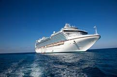 Navio de cruzeiros no mar do Cararibe Fotos de Stock Royalty Free