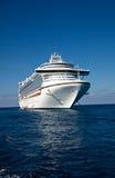 Navio de cruzeiros no mar do Cararibe imagem de stock