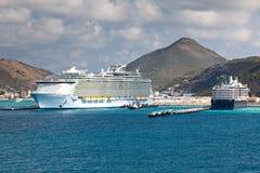 Navio de cruzeiros no mar do Cararibe Foto de Stock Royalty Free