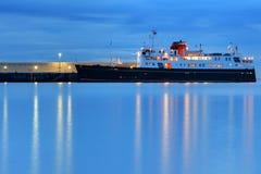 Navio de cruzeiros no porto Fotografia de Stock