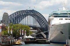 Navio de cruzeiros no porto de Sydney Fotografia de Stock Royalty Free