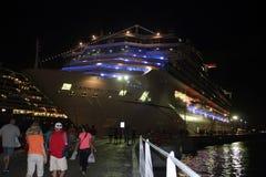 Navio de cruzeiros no porto na noite Fotografia de Stock