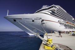 Navio de cruzeiros novo maciço - sonho do carnaval Imagem de Stock Royalty Free