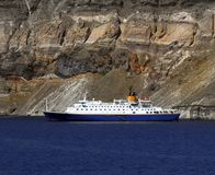 Navio de cruzeiros pequeno - Santorini Imagem de Stock Royalty Free