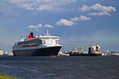 Navio de cruzeiros que sae da porta de Rotterdam Fotografia de Stock Royalty Free