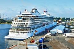 Navio de cruzeiros Viking Sky no nde do ¼ de WarnemÃ, Alemanha fotos de stock