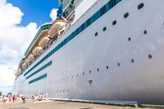 Navio de Cuise no porto do Bahamas foto de stock royalty free