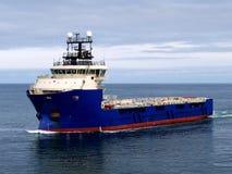 Navio de fonte a pouca distância do mar J fotografia de stock