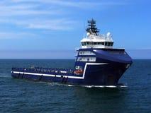 Navio de fonte a pouca distância do mar M imagem de stock royalty free
