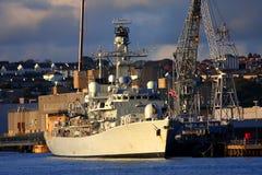 Navio de guerra britânico no porto Fotos de Stock Royalty Free