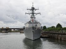 Navio de guerra do mastro das comunicações - contratorpedeiro do míssil Imagem de Stock