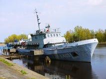 Navio de guerra em Letónia fotos de stock