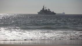 Navio de guerra no mar video estoque