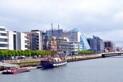 Navio de Jeanie Johnson Sailing no rio Liffey, Dublin, Irlanda fotografia de stock