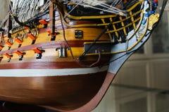 Navio de madeira do coletor do brinquedo reduzido em tamanho Imagem de Stock Royalty Free