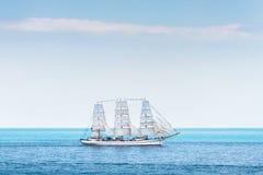 Navio de navigação antigo Chersonese no mar foto de stock royalty free