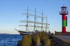 Navio de navigação no mar Fotografia de Stock Royalty Free
