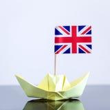 Navio de papel com bandeira britânica Fotografia de Stock Royalty Free