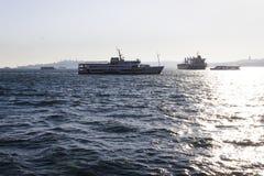 Navio de Pessenger em Bosphorus - Istambul, Turquia Foto de Stock