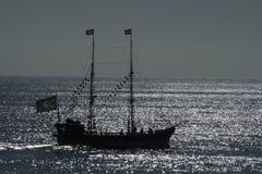 Navio de pirata na silhueta Fotos de Stock Royalty Free
