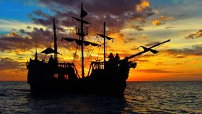 Navio de pirata no mar das caraíbas fotografia de stock royalty free