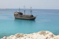 Navio de pirata para a pérola preta dos turistas imagens de stock royalty free