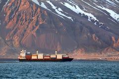 Navio de recipiente em Islândia Imagem de Stock