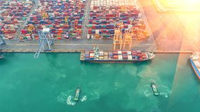 Navio de recipiente na exportação e o negócio e a logística de importação Navio Fotografia de Stock